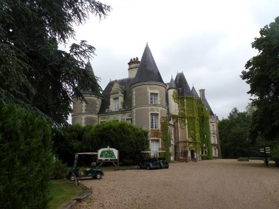 Courcelles-de-Touraine, ฝรั่งเศส: château couvert de verdure