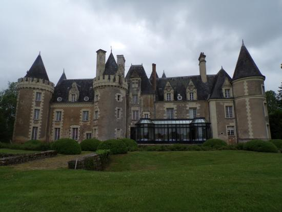 Château Golf des Sept Tours: coté du château donnant sur le golf, avec sa véranda