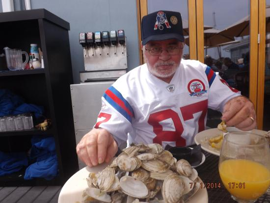 Captain Carlo's Restaurant: hot broth and drawn melted butter at capt. carlos