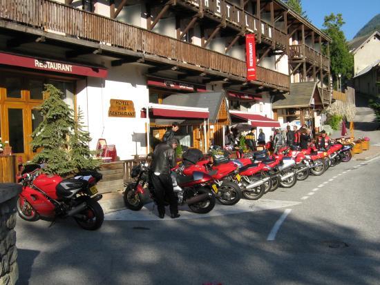 Hotel Restaurant Castillan : hotel