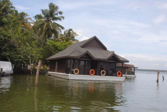 Floating Cottage Picture Of Club Mahindra Ashtamudi
