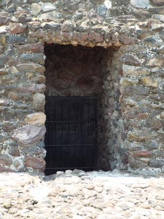 Zona Arqueologica Teotihuacan Door into Pyramid & Door into Pyramid - Picture of Zona Arqueologica Teotihuacan San ...