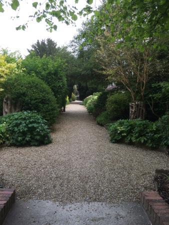 The Eastbury Hotel : Rear path