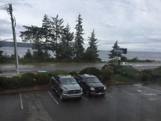 Travelodge Campbell River: #208 view on a rainy day