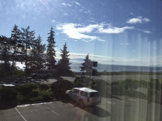 Travelodge Campbell River: #208 view on a sunny day