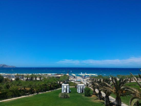 Santa Marina Beach Hotel: Vue du bâtiment principal si vous montez au 2éme étage.