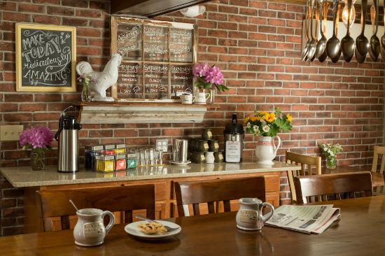 Squam Lake Inn: Breakfast Bar