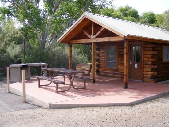 Safford, AZ: Camping cabin at Roper Lake State Park