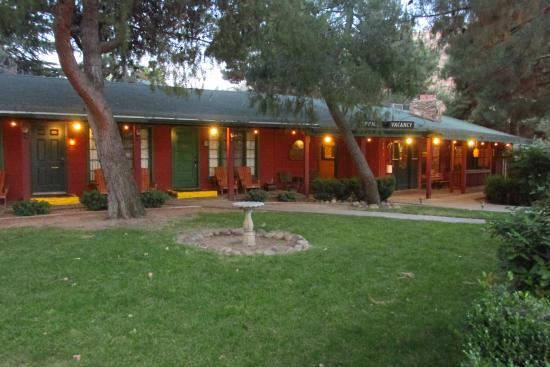 Kernville Inn: This is what motels looked like 60 years ago.