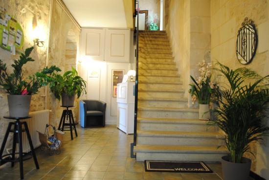 Auberge Du Porche: Accès à l'étage