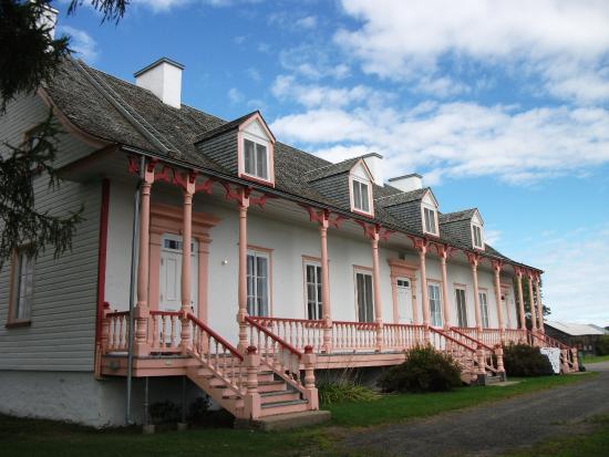 Saint-Joachim, Canada: La maison date de1866,Centre d'initiation La Grande Ferme
