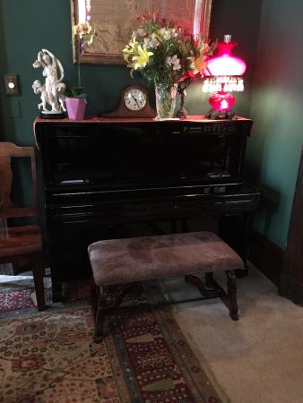 The Inn San Francisco: Piano in front room of the Inn