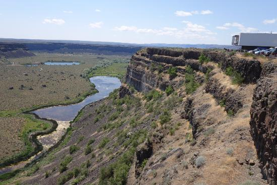 Coulee City, Вашингтон: Looking toward Soap Lake.  The rushing waters cut back basalt over 15 miles!