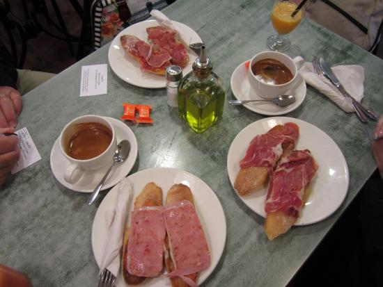 Cafeteria Gaxen: Toasts with Ham