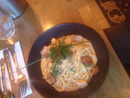 Наван, Ирландия: Had a fab meal and great catch up with friends and family @Room 8 what a top Chef Aidan and the