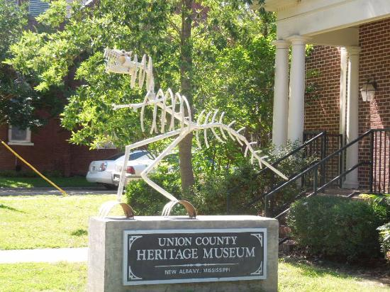 Union County Heritage Museum: identifying sign with t-rex