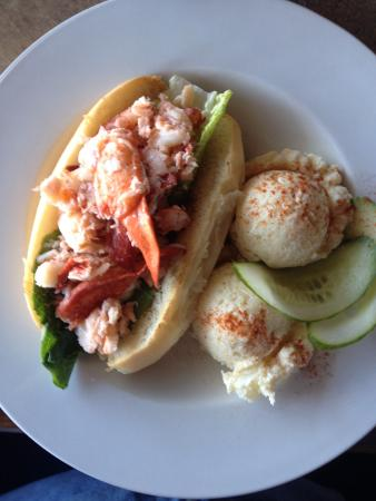 Lobster Barn Pub and Eatery: A great Lobster Roll