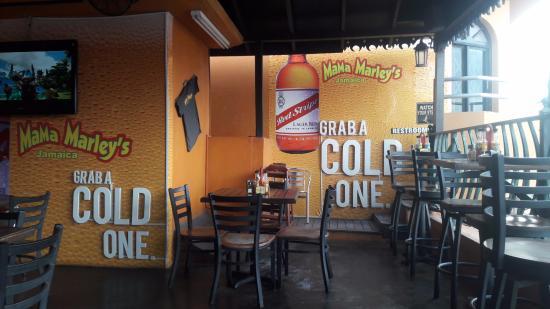 Mama Marley's: bar