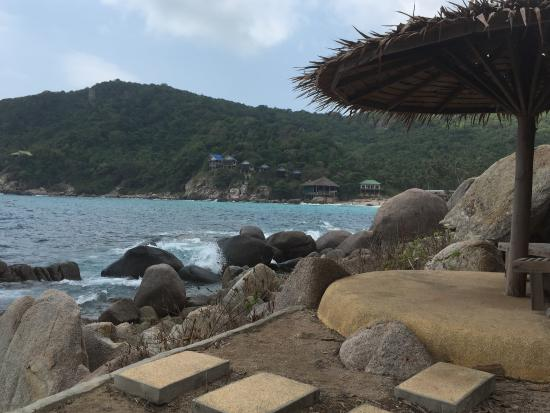 Baan Talay Koh Tao: Beach chairs with umbrella