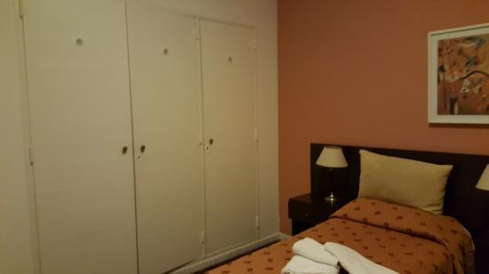 Hotel Milan: Cuarto de apartamento (un placar estaba trancado)