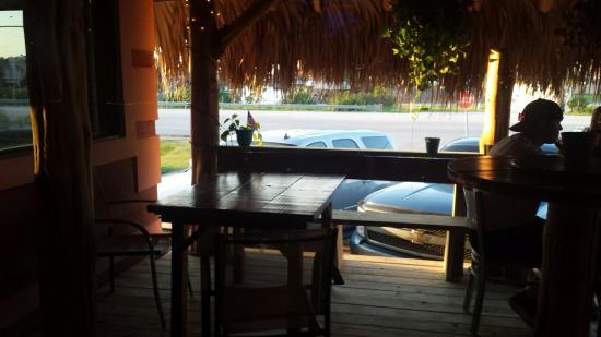Hitchcock, TX : Great little outdoor patio.
