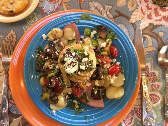 La Posada de Taos B&B: The balance of breakfast