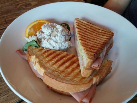 Cafe Karibo: 20150805_180614_HDR_large.jpg