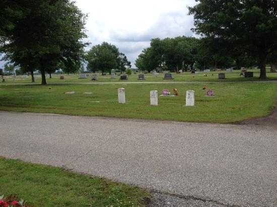 Miami, OK: Civil War Veterans buried next to British WWII Veterans