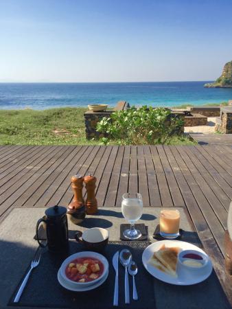 面海的早餐