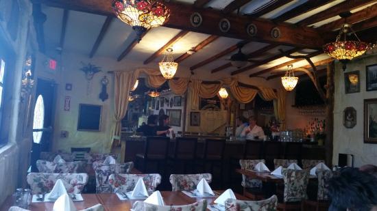 Lynn, MA: Comfortable dining and bar