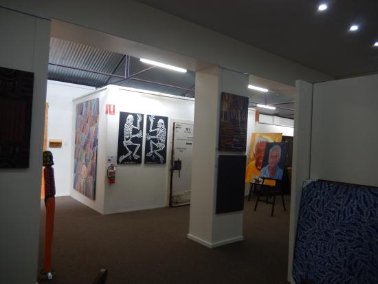 Mbantua Fine Art Gallery: Mbantua Gallery Alice Springs