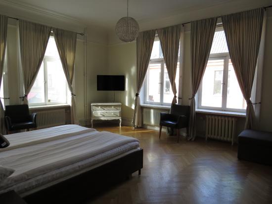 Queen's Hotel: Room 156
