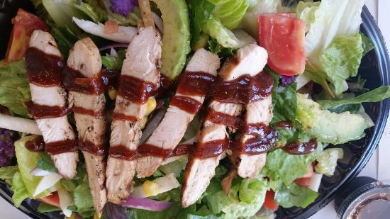 Seal Beach, CA: Salad with chicken