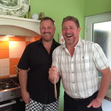 Harmony Homestay: Charlie & Nige in their always cheerful demeanor