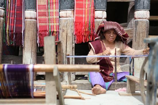 Medan - Making Ulos, Traditional Cloth