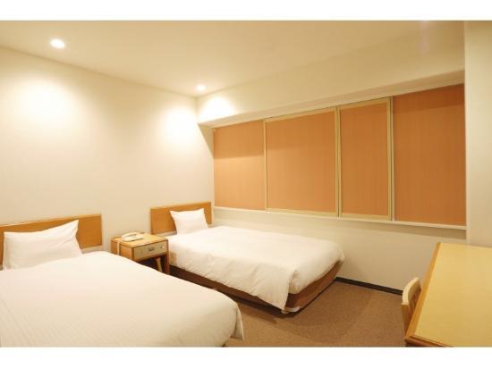 Smile Hotel Sugamo: リニューアルされたツインルーム(18㎡)