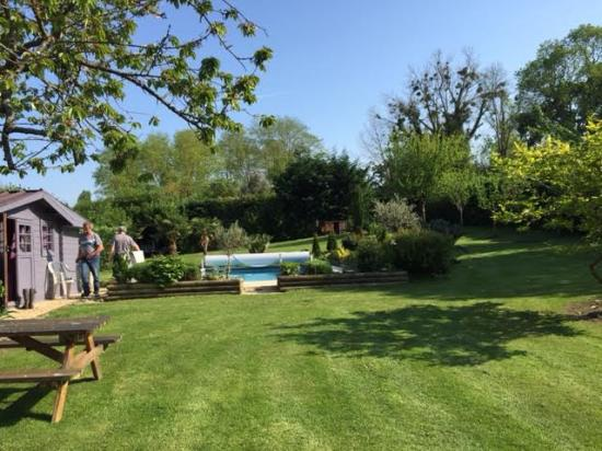 Pennedepie, Γαλλία: zwembad achterin de tuin