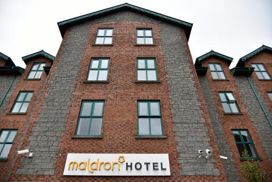 Maldron Hotel Galway: Un aspect sévère, sans espaces verts.