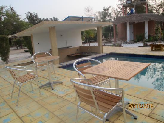 Ma petite Camargue : bar piscine