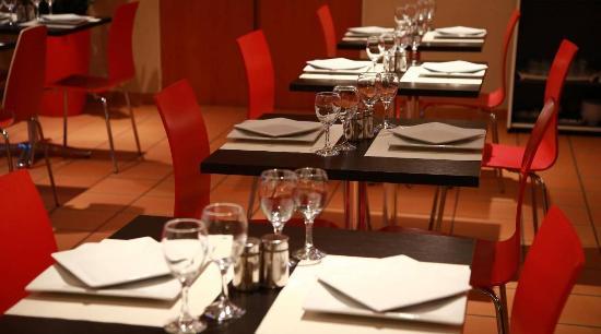 Lagarrigue, France : Salle restaurant