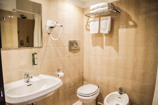 Hotel Green Park Madama: Bagno della camera standard