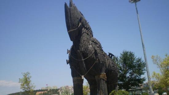 photo0.jpg - Canakkale Truva Heykeli, Çanakkale Resmi ...