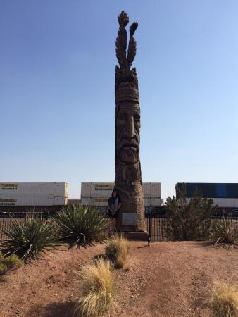 Winslow, AZ: Great pathway with fabulous attractions.