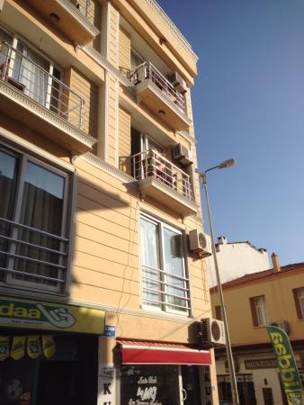 Ridvan Hotel : Cadde görünümü