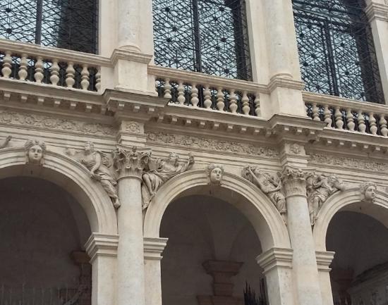 Chiesa di S.Vincenzo: facciata particolare