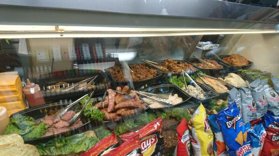 Lombardi's BBQ Deli, 肉のショーケース