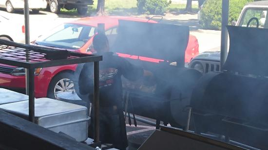 Lombardi's BBQ Deli, BBQを焼いている様子