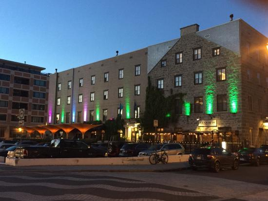 L'Hotel Port-Royal: Beautiful changing light colors and view from the hotel