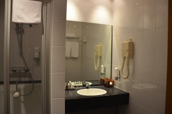 Hotel Pax : bathroom Standard Queen