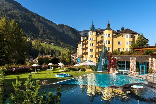 Hotel Adler Dolomiti Spa & Sport Resort : Outside view